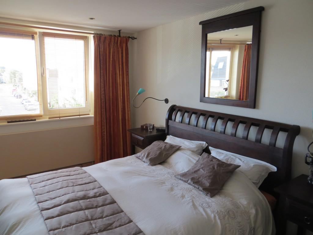 ... een zachte rustgevende tint is dit weer een mooie moderne slaapkamer