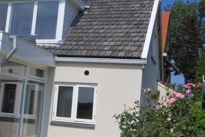 Nieuwe granieten raamdorpels op maat, passend bij de nieuwe uitstraling de warme kleur op de gevel geeft een zuidelijk effect.