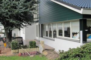 Een strakke afwerking uitgekozen bij de kleuren van de woning en in combinatie met Granieten raamdorpels vormen een modern tijdloos geheel.